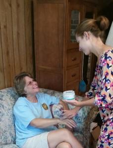 Tara pamering her mom with Arbonne.